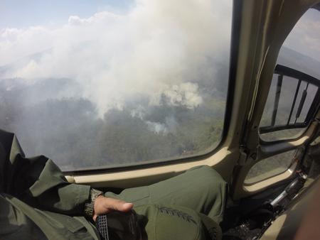 Vista desde el aire del incendio que consume el Parque Nacional Macarao.