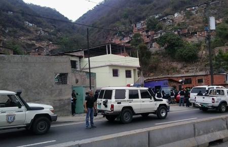 La policía científica se desplegó en el Km. 2 de la Panamericana