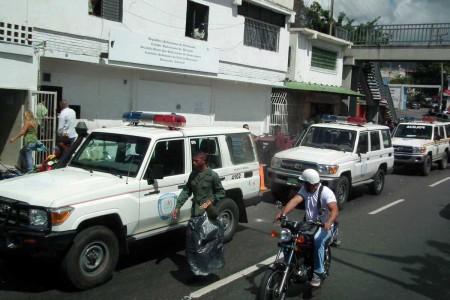 Huyeron al ver a las comisiones policiales. ARCHIVO