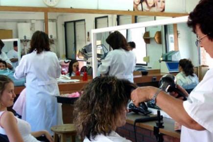 Ni en las peluquerías escapan a los estragos de la escasez y la inflación.