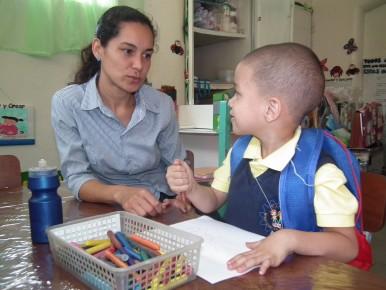 Estudiantes disfrutan sus primeros pasos de escolaridad
