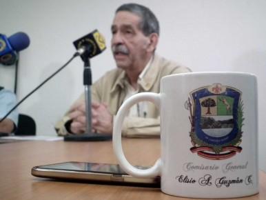 Guzmán apuntó que hay más policías custodiando calabozos que patrullando las calles