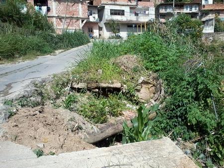 Habitantes de la zona hicieron un llamado a los entes gubernamentales para que se encarguen de la reparación y mantenimiento de sus calles