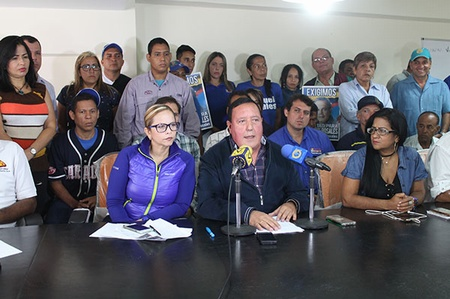 Alcalde José Luis Rodríguez junto a la diputada del Consejo Legislativo Clara Mirabal
