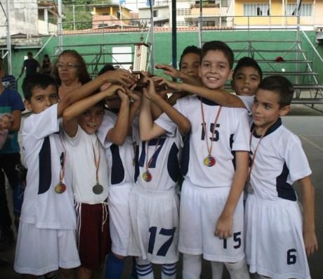 Con goleada conquistaron las medallas doradas y el trofeo