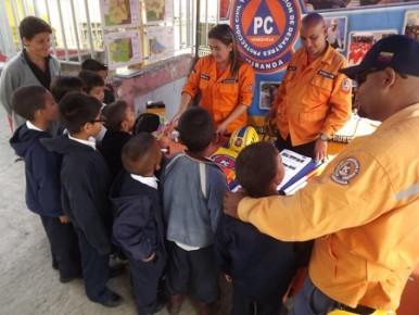 Capacitan en materia de prevención en comunidades y escuelas