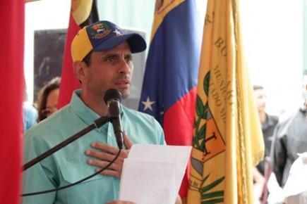 Capriles  entregó reconocimientos a mujeres luchadoras