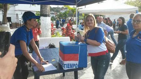 Clara Mirabal validó con UNT esta mañana desde la plaza Bolívar de Carrizal