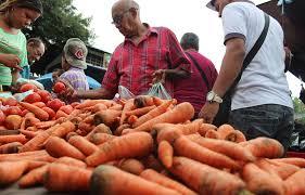 Buscan comprar los frutos de la temporada que están más económicos