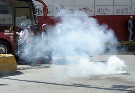 Manifestación fue disuelta con gases, lanzados por efectivos de la GNB. Foto: Deisy Peña