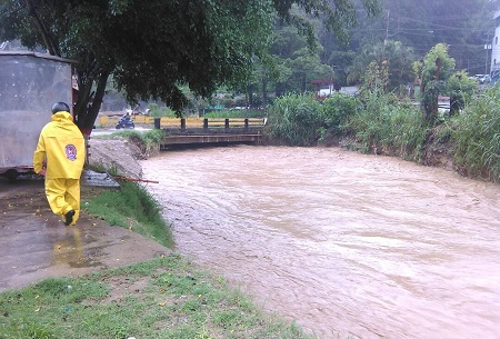 Río San Pedro se desbordó durante las primera horas de lluvias.