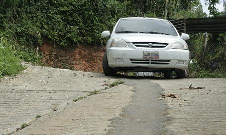 Calles de La Mora están destrozadas Foto: Deysi Peña