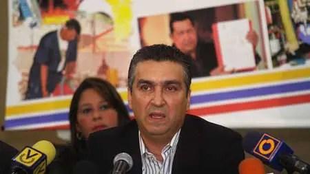 """Miguel Pérez Abad aseguró que """"se trata de una invitación a participar en la recuperación de la economía nacional mediante un nuevo desarrollo productivo""""."""