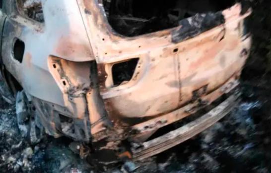 Los cuerpos fueron encontrados en un vehículo marca Jeep Grand Cherokee, en la carretera Mella, batey Cayacoita. (FUENTE EXTERNA)