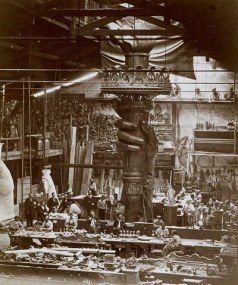 Construcción de la antorcha de la Estatua de la Libertad en los talleres de París.