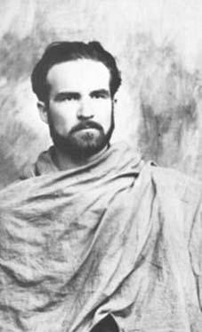 Mircea Eliade en la India en 1930