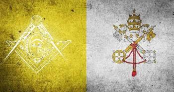 Juan Pablo II pretendió exonerar de la excomunión automática a los masones