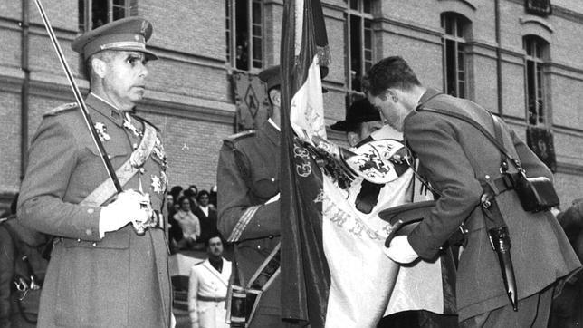 jura de bandera de juan carlos I en el franquismo