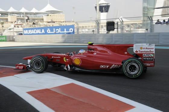 Fernando Alonso, con el F10 en Abu Dhabi
