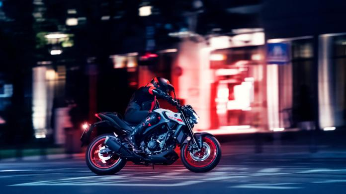 2020 Yamaha Mt320 Eu Ice Fluo Action 002 03