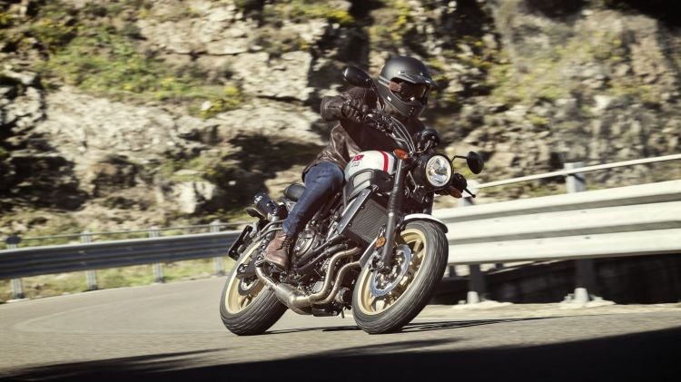 2019 Yamaha Xs700scr Eu Tech Black Action 002 03