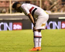 São Paulo perde e aumenta pressão sobre Dorival
