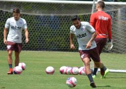 Recém-contratados, Nenê e Diego Souza têm a titularidade em risco no São Paulo
