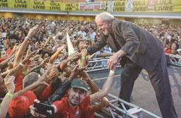 'Estou candidato', diz Lula ao lançar pré-candidatura em BH