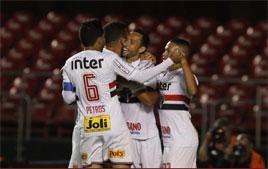 Nenê marca na estreia e garante vitória do São Paulo