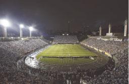 Santos testa iluminação de estádio antes de jogo pela Libertadores contra o Nacional