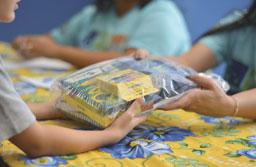Prefeitura de Ribeirão Pires entrega kits escolares para alunos da rede municipal