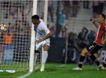 Santos vence Estudiantes fora e lidera Grupo 6