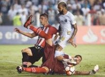 Santos vence Estudiantes e encaminha classificação