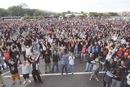 Trabalhadores da Mercedes em S.Bernardo entram em greve por reajuste salarial e PLR