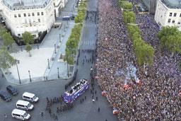 Franceses tomam ruas de Paris para saudar campeões