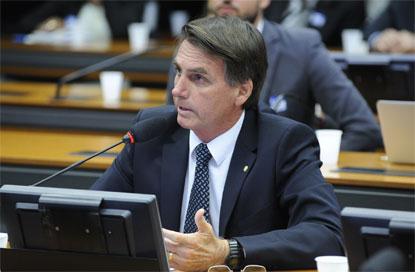 Bolsonaro defende generais em ministérios e diz que presidentes anteriores nomearam terroristas