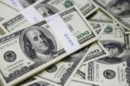 Pressão sobre o dólar persiste após nova pesquisa, e moeda fecha em R$ 4,06