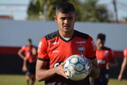 Depois de negociar com Marco Ruben e Blandi, Santos mira em artilheiro da Série B