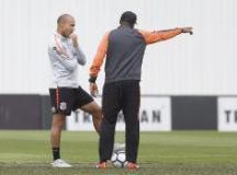 Corinthians visita o América-MG preocupado com final