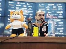 'Penso em jogar ano que vem e espero que seja no Corinthians', diz Danilo