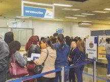Desempregados fazem fila enorme em São Caetano à procura de vagas