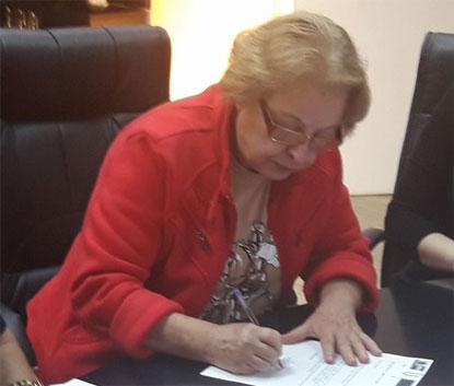 Prefeito revoga decreto e pede 'desculpas por constrangimento' causado por interina