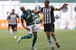 O Palmeiras, de Deyverson. ficou no empate por 1 a 1 com o Atlético-MG, de Leonardo Silva. Foto: Cesar Greco/Agência Palmeiras