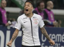 Corinthians acerta salário com Arana e espera Sevilla