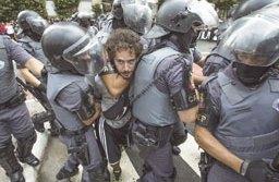 Manifestantes entraram em  confronto com a polícia ainda na concentração na praça do Ciclista. Foto: Jardiel Carvalho/Folhapress
