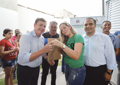 Prefeitura entrega chaves de 32 imóveis no Parque S.Bernardo