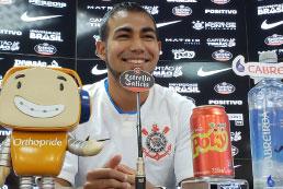 Apresentado, meia Sornoza diz que Corinthians é o maior desafio da carreira