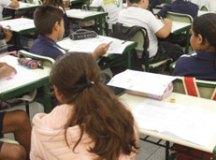 Maioria no país defende educação sexual e discussão sobre política nas escolas