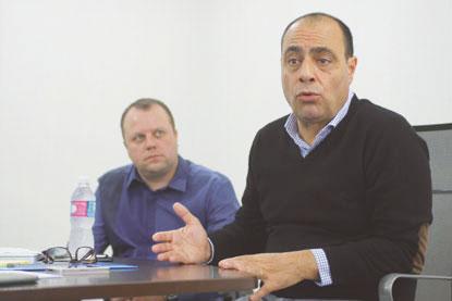 Juiz cassa mandatos de  Auricchio e de Beto Vidoski