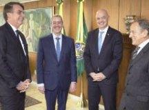 Bolsonaro recebeu Caboclo, Infantino e Walter Feldman. Foto: Lucas Figueiredo/CBF